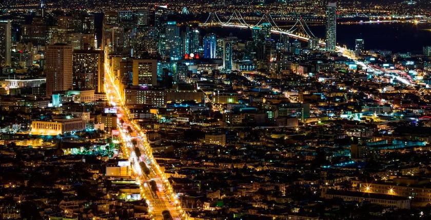 ночной мегаполис в сша